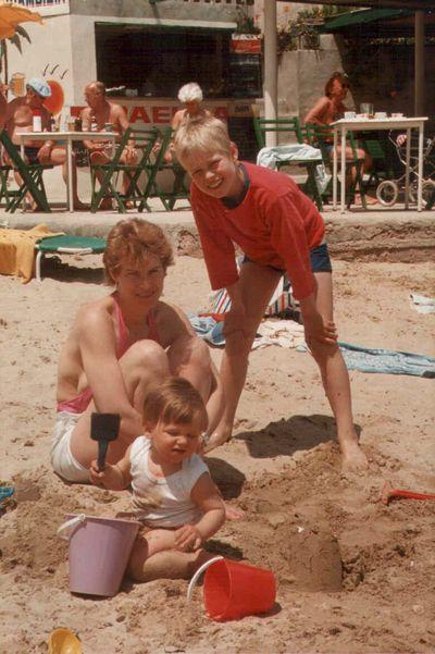 Gitte Sigurd og Emil paa Mallorca 1985